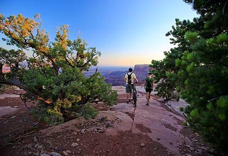 Moab Mountain Biking Dead Horse Point Singletrack View Couple